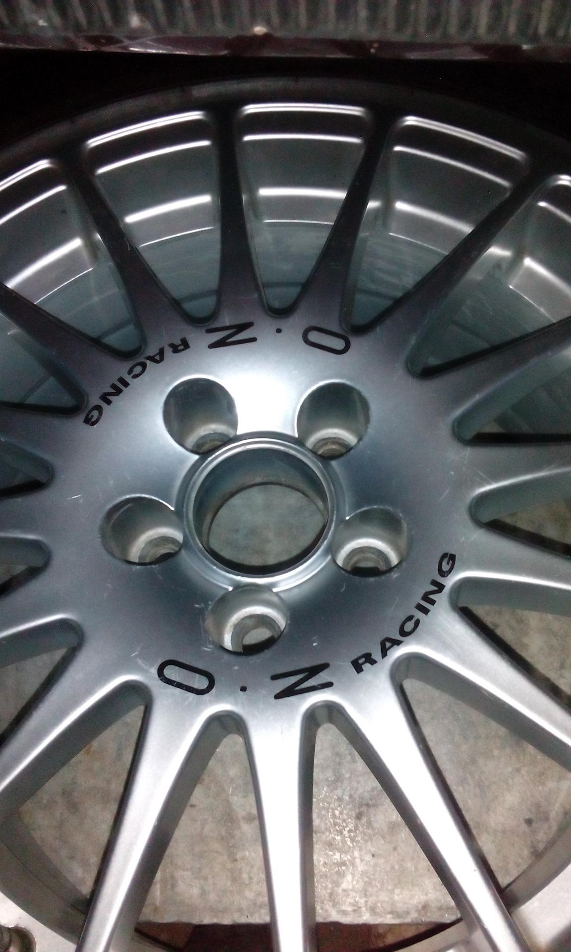 Крышечки для штампованных дисков закрывают дырки