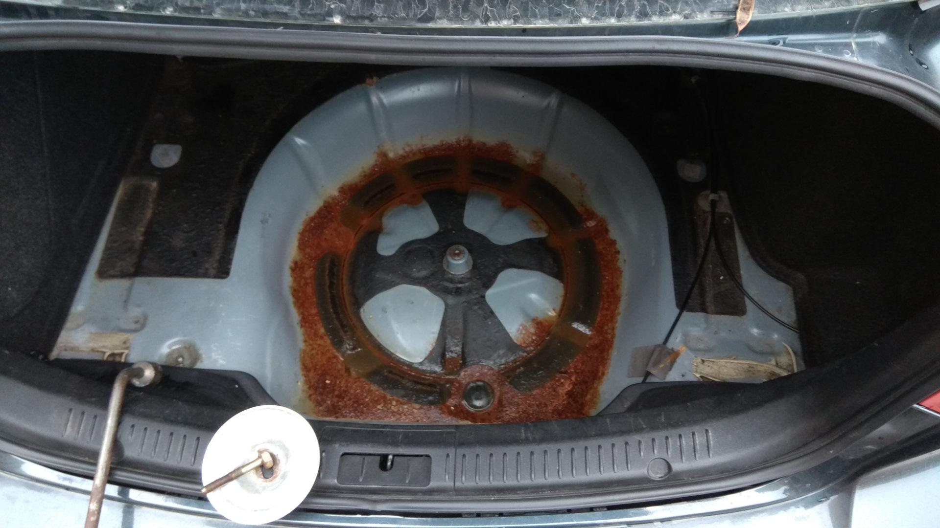 Попадает вода в багажник мазда 3