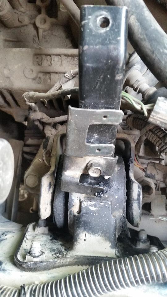 передняя подушка двигателя mitsubishi rvr diesel
