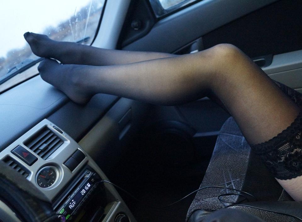 фото женщин в чулках в машине позвали