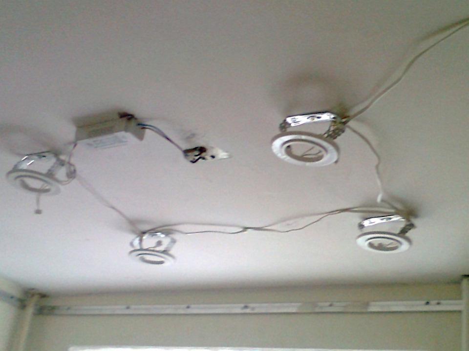 Как сделать светильников на натяжном потолке