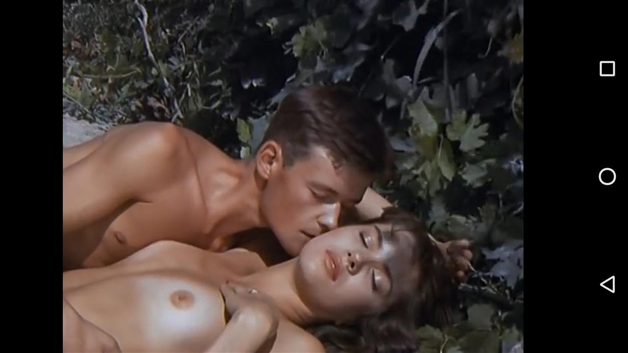 Порно видео дрочат под столом члены парням в отверстии страницы